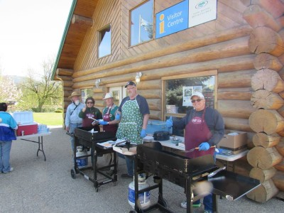 Lions Grilling Up Burgers for Enderby Community Clean Up Volunteers